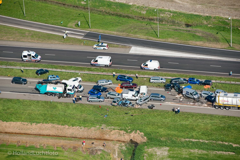 HEINKENSZAND - Luchtfoto van de ravage op de A58 tussen Goes en Middelburg, waar op 16-09-2014 bij meerdere kettingbotsingen in dichte mist twee doden en vele gewonden zijn gevallen. In totaal zijn er zon 150 autos betrokken bij de aanrijdingen.